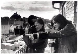 Den færøske filminstruktør Katrin Ottarsdottir instruerer unge i Haderslev 1985